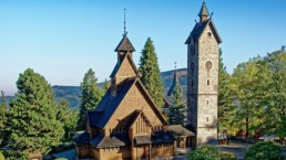 Kościół Wang latem Karpacz
